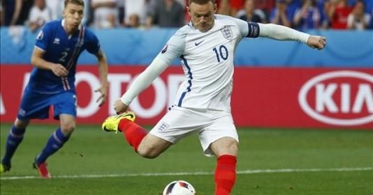 Rooney mệt mỏi chuyện đá tiền đạo hay tiền vệ - ảnh 1