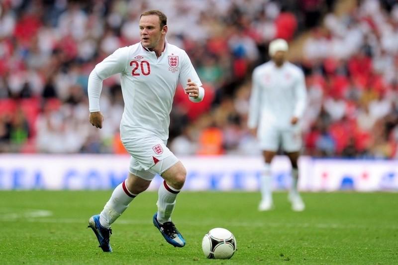 Rooney mệt mỏi chuyện đá tiền đạo hay tiền vệ - ảnh 2