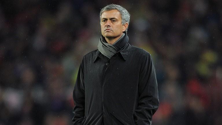 MU thảm bại, Mourinho kêu gọi: 'Hãy cư xử như đàn ông' - ảnh 1
