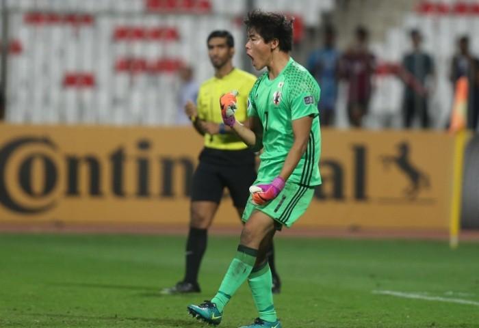 Thủ môn U-19 Nhật ngang hàng huyền thoại Buffon - ảnh 1