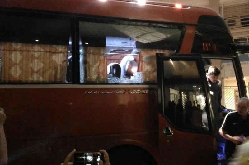 Indonesia báo lên AFF vụ xe buýt chở đội bị ném đá - ảnh 1