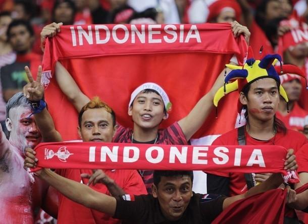 Khán giả Indonesia rất...máu bóng đá