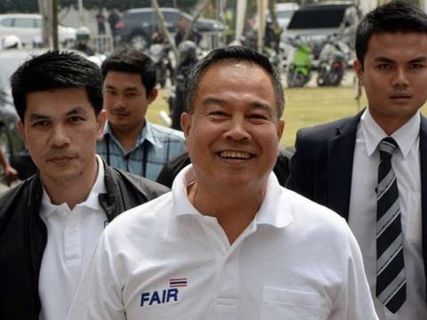 Việc làm lay động lòng người của chủ tịch LĐBĐ Thái Lan - ảnh 1
