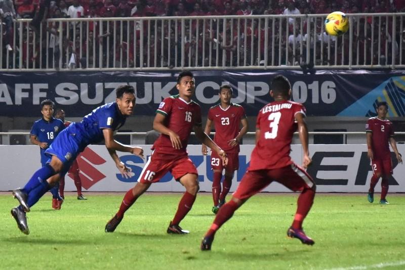 Muốn nâng tầm bóng đá Việt, hãy học Thái Lan, Singapore - ảnh 2