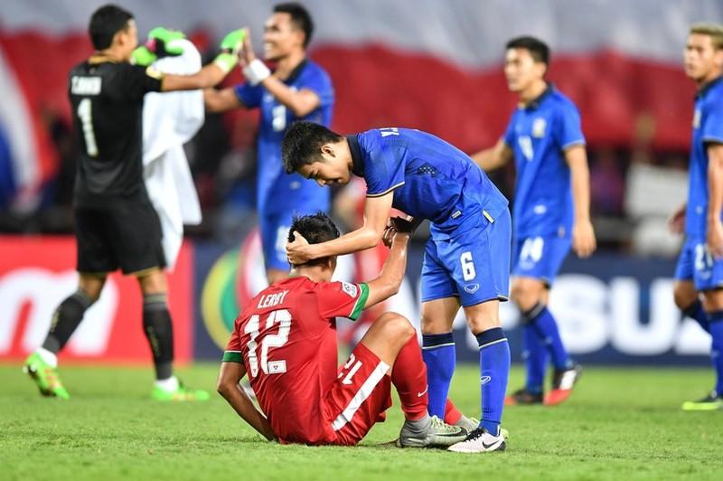 Sau AFF Cup, số phận HLV Riedl và Kiatisak ra sao? - ảnh 2