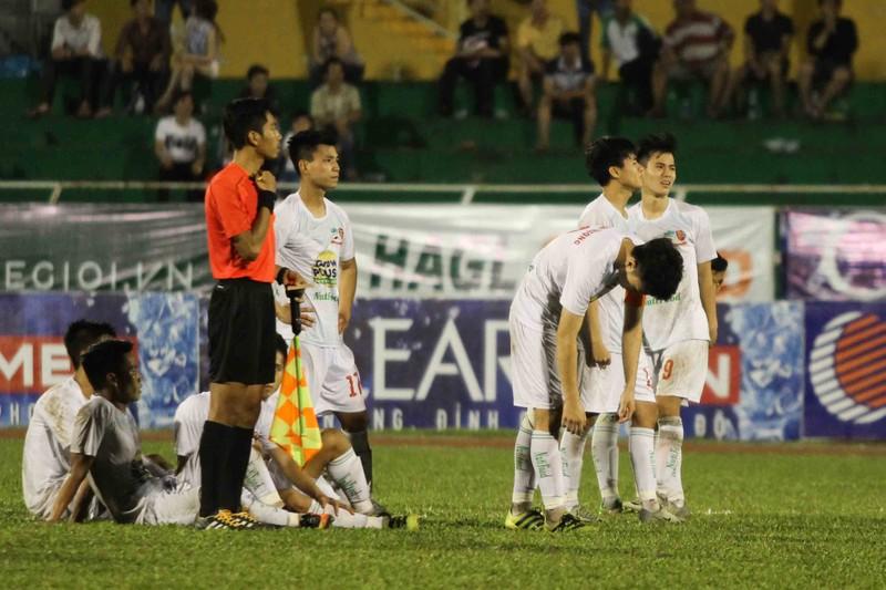 U-21 HA Gia Lai thành cựu vô địch sau loạt 'đấu súng' - ảnh 1