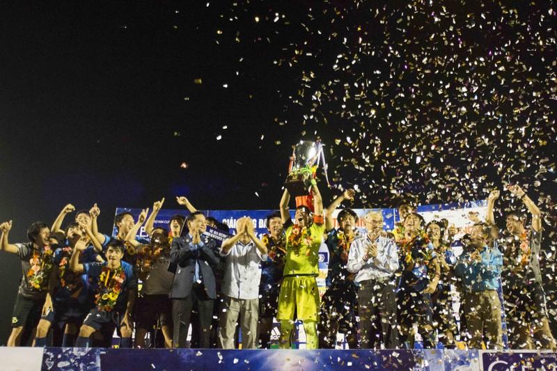 Giải U-21: Yokohama vô địch, Văn Toàn ẵm 3 giải - ảnh 2