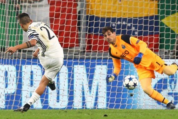'Thánh Iker' mất vui dù lập kỷ lục Champions League - ảnh 1