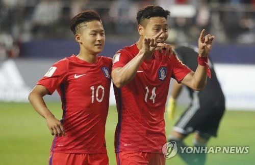 """HLV Hàn Quốc chê """"Messi Hàn"""" chưa đủ tuổi vào đội tuyển - ảnh 1"""