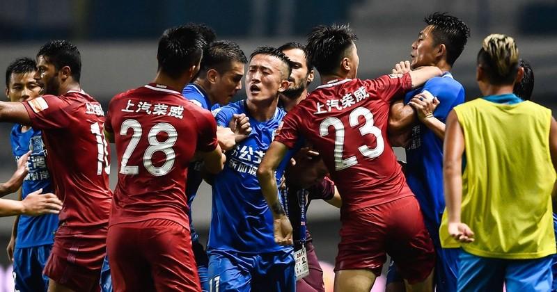 Quậy ở Trung Quốc, cựu HLV Chelsea bị treo 8 trận - ảnh 3