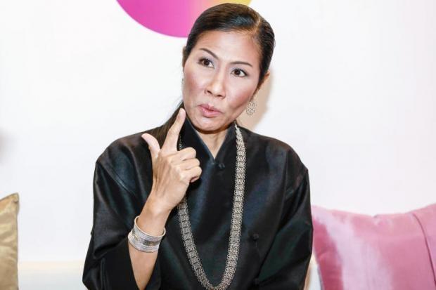 Bà bộ trưởng Thể thao Thái… bật lại quan chức bóng đá - ảnh 2
