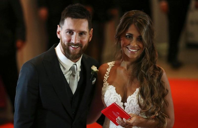 Messi trông 'gái rượu' như Beckham? - ảnh 1