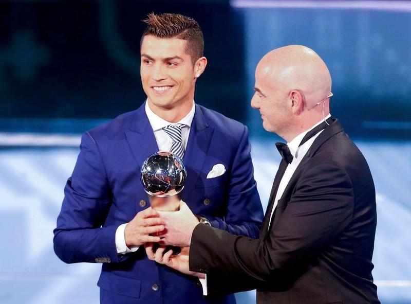 Thầy trò Zidane ẵm giải FIFA, Koeman bị trảm - ảnh 2