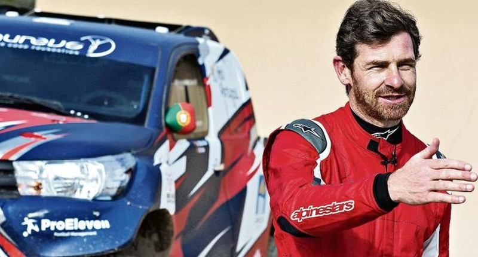 Bỏ huấn luyện đi đua xe, cựu HLV Chelsea gặp sự cố - ảnh 2