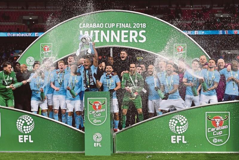 Pep Guardiola có danh hiệu đầu tiên ở Anh - ảnh 2