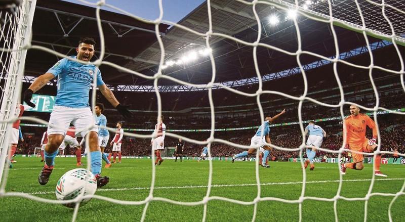 Pep Guardiola có danh hiệu đầu tiên ở Anh - ảnh 1