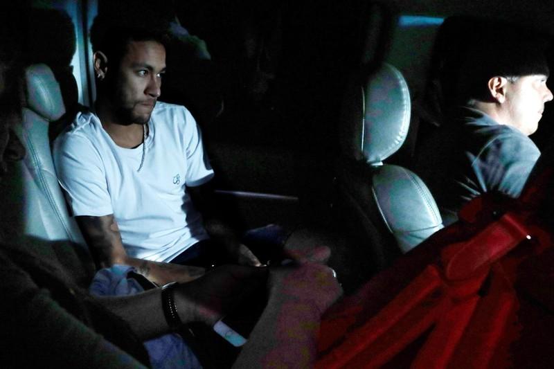 Siêu sao Neymar đã phẫu thuật thành công - ảnh 1