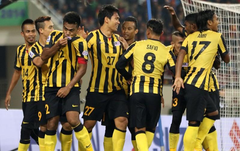 Bóng đá Malaysia 'tạo đáy mới' hoàng tử muốn từ chức - ảnh 1