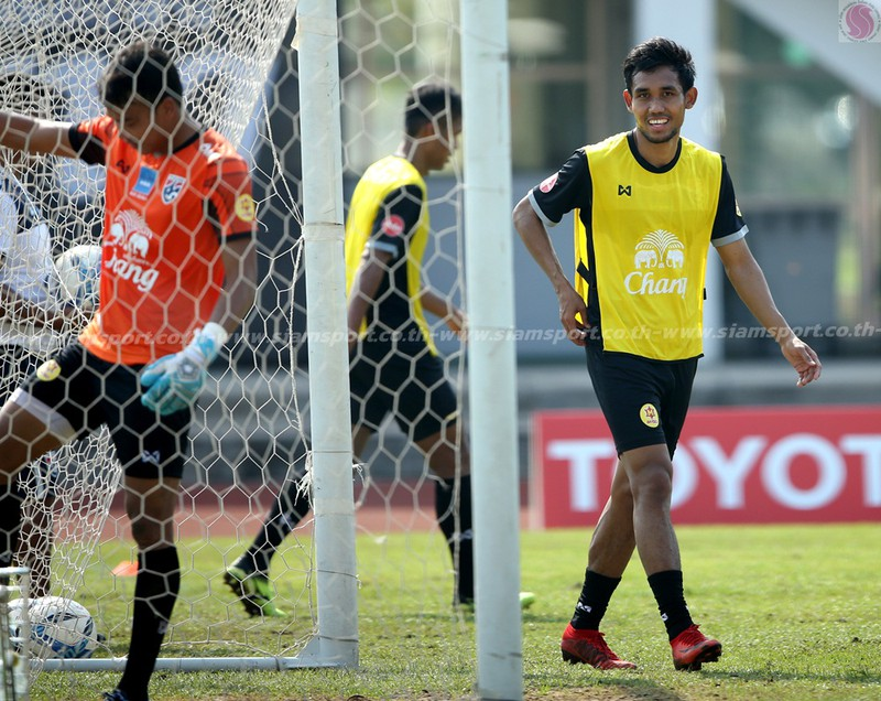 Dangda, Chanathip đối đầu với dàn sao Premier League - ảnh 8