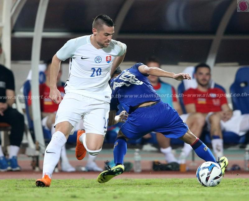 'Chơi bẩn' với Messi Thái, Slovakia vô địch - ảnh 7
