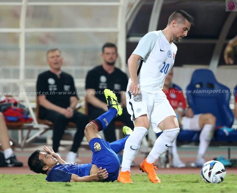 'Chơi bẩn' với Messi Thái, Slovakia vô địch - ảnh 9