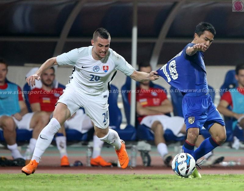 'Chơi bẩn' với Messi Thái, Slovakia vô địch - ảnh 2