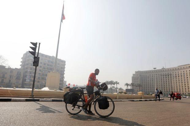 Đi xe đạp từ châu Phi đến Nga xem World Cup - ảnh 3