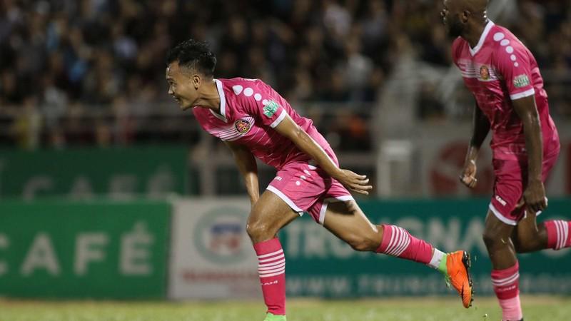 HLV Tài Em phấn khích với trận thắng đầu V-League  - ảnh 2