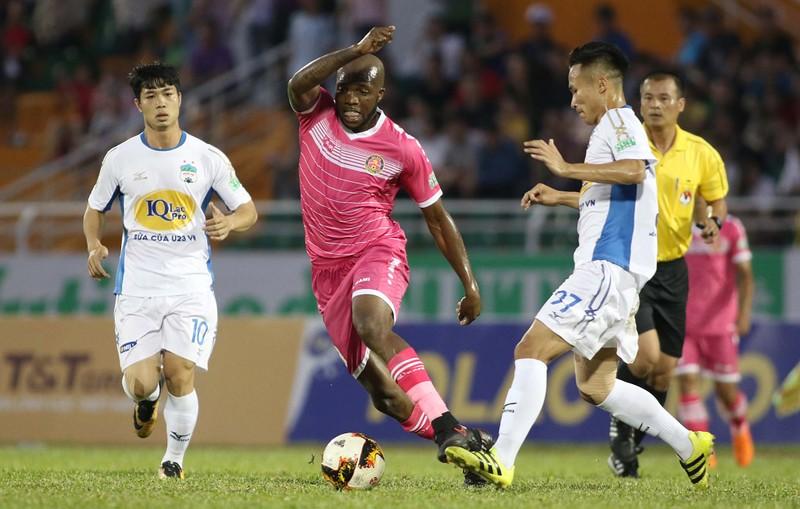 HLV Tài Em phấn khích với trận thắng đầu V-League  - ảnh 1