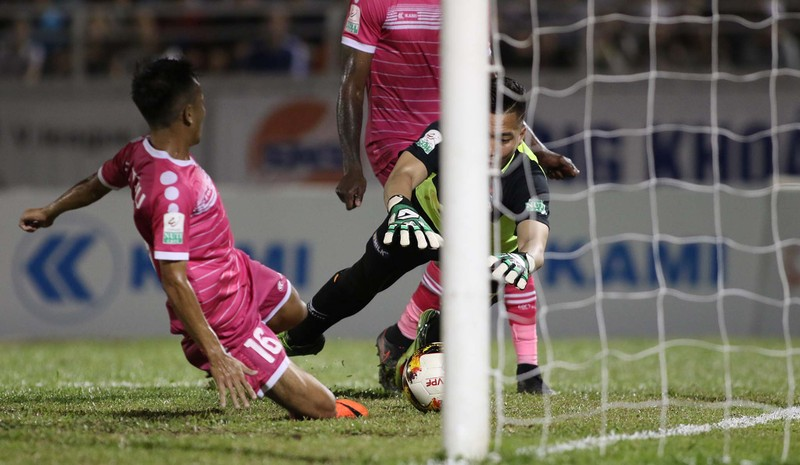 HLV Tài Em phấn khích với trận thắng đầu V-League  - ảnh 4