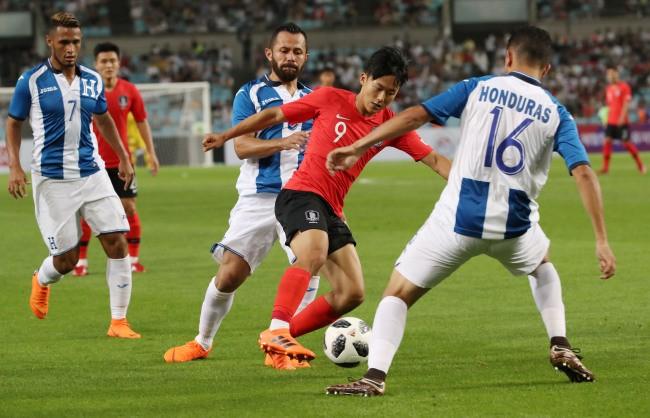 'Messi Hàn' chuyền bóng cho Son Heong-min ghi bàn - ảnh 2