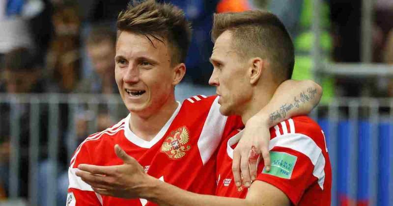 Barcelona sẽ mua Golovin thay Iniesta? - ảnh 1