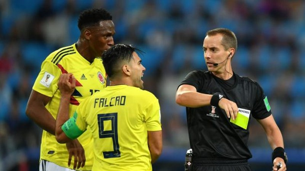 """FIFA tuýt còi """"kẻ làm thuê"""" Maradona - ảnh 2"""