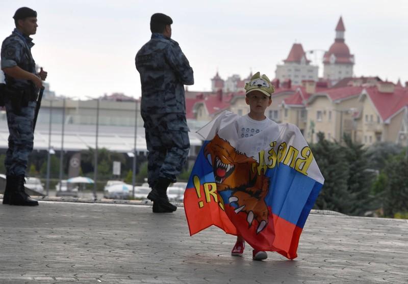Tuyển Nga ở Sochi như... yếu nhân với nhiều lớp an ninh - ảnh 9