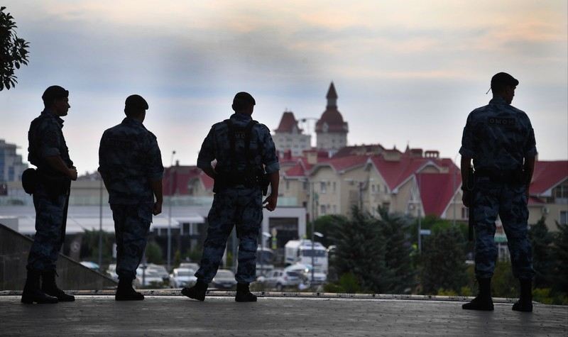 Tuyển Nga ở Sochi như... yếu nhân với nhiều lớp an ninh - ảnh 10