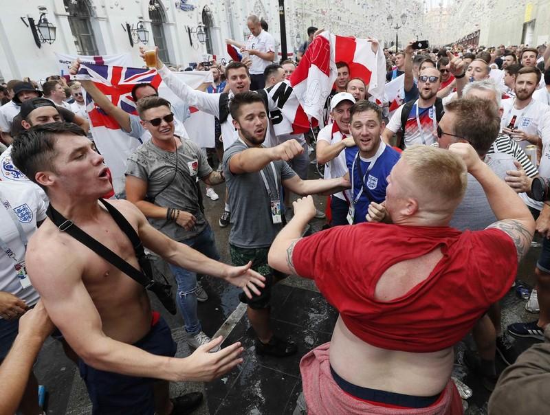 CĐV Anh và Croatia tưng bừng mở hội ở Moscow - ảnh 7