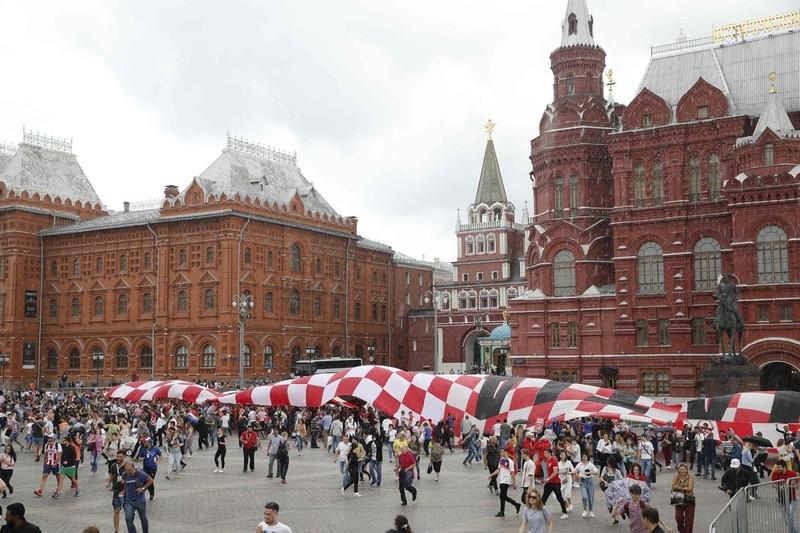 CĐV Anh và Croatia tưng bừng mở hội ở Moscow - ảnh 8