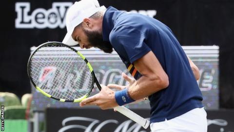 Đập gãy vợt, Benoit bị phạt gấp đôi số tiền thưởng - ảnh 2