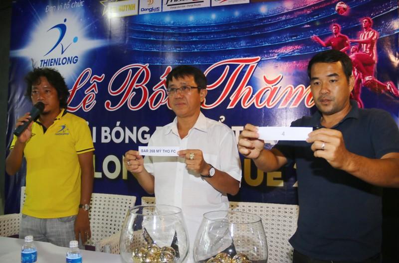 Sân chơi phong trào có cả ngoại binh, cựu cầu thủ V-League - ảnh 1