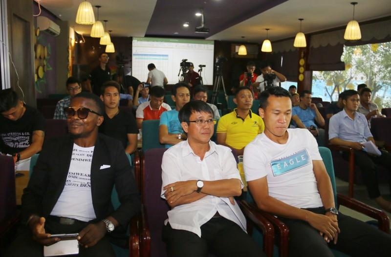 Sân chơi phong trào có cả ngoại binh, cựu cầu thủ V-League - ảnh 5