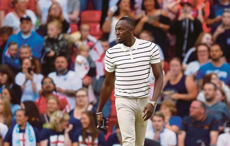 Kroenke 'nuốt trọn' Arsenal, Bolt ký hợp đồng chuyên nghiệp - ảnh 2