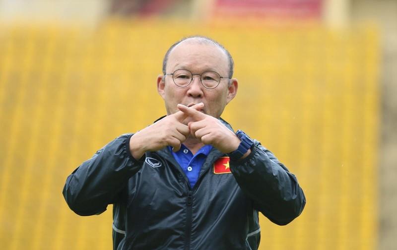 Fan la hét, chào đón Olympic Việt Nam ở Bình Dương - ảnh 3