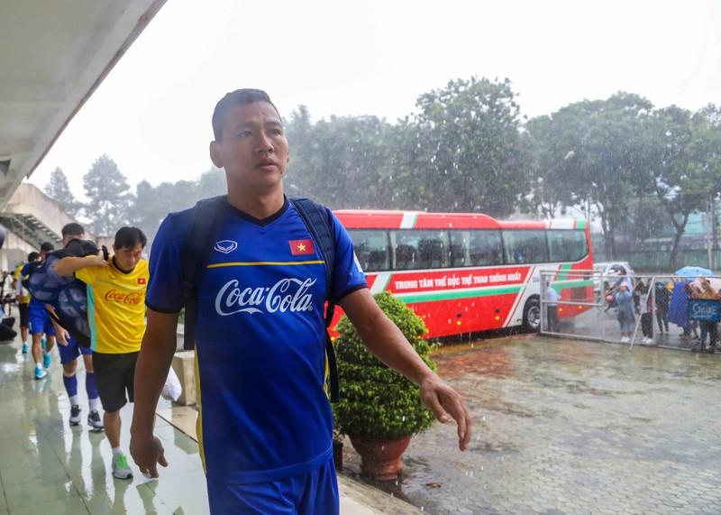 Buổi tập cuối của Olympic Việt Nam trong chiều mưa - ảnh 6