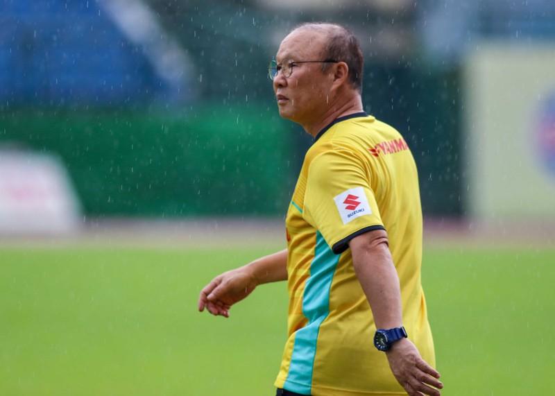 Buổi tập cuối của Olympic Việt Nam trong chiều mưa - ảnh 11
