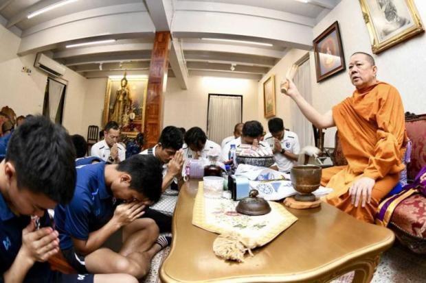 Olympic Thái đến chùa cầu nguyện trước khi đi Asiad 18 - ảnh 3