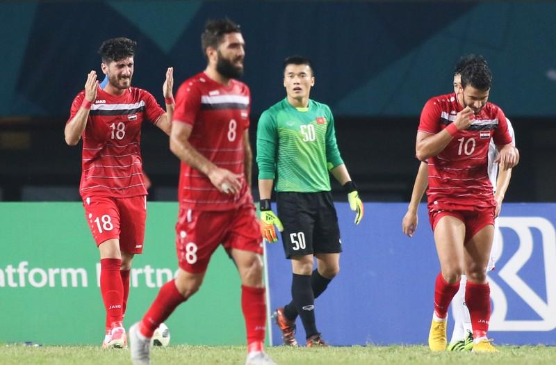 Chiến thắng của Olympic Việt Nam có cả máu và hoa hồng - ảnh 2