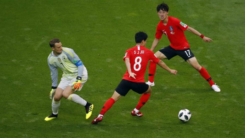 Sự khác nhau giữa Bùi Tiến Dũng và Manuel Neuer - ảnh 1