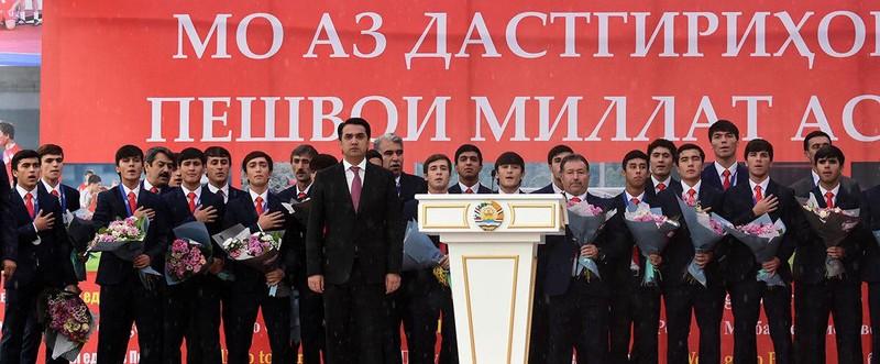 Như U-23 VN, 'biển người' chào đón U-16 Tajikistan ở quê nhà - ảnh 2
