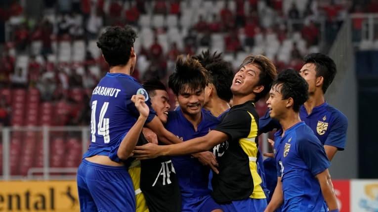 HLV Hoàng Anh Tuấn vẫn ngạo nghễ nhìn Thái Lan và Indonesia - ảnh 3