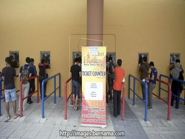 'Cháy' 87.000 vé, Malaysia 'tiếp' thêm 2.000 vé - ảnh 1